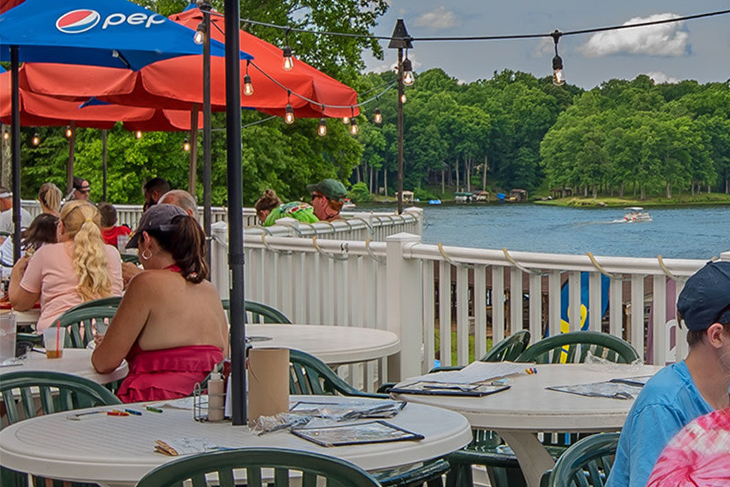 Restaurants with outdoor seating Lake Anna